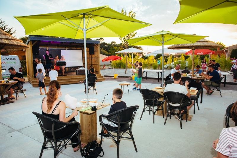 terrasse bar camping en Vendée