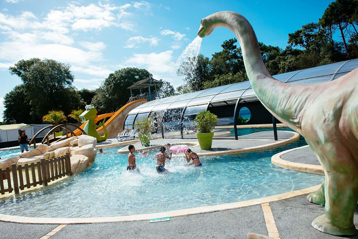 piscine extérieur chauffée du camping en Vendée